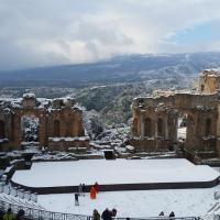 La neve al Teatro antico di Taormina 2014